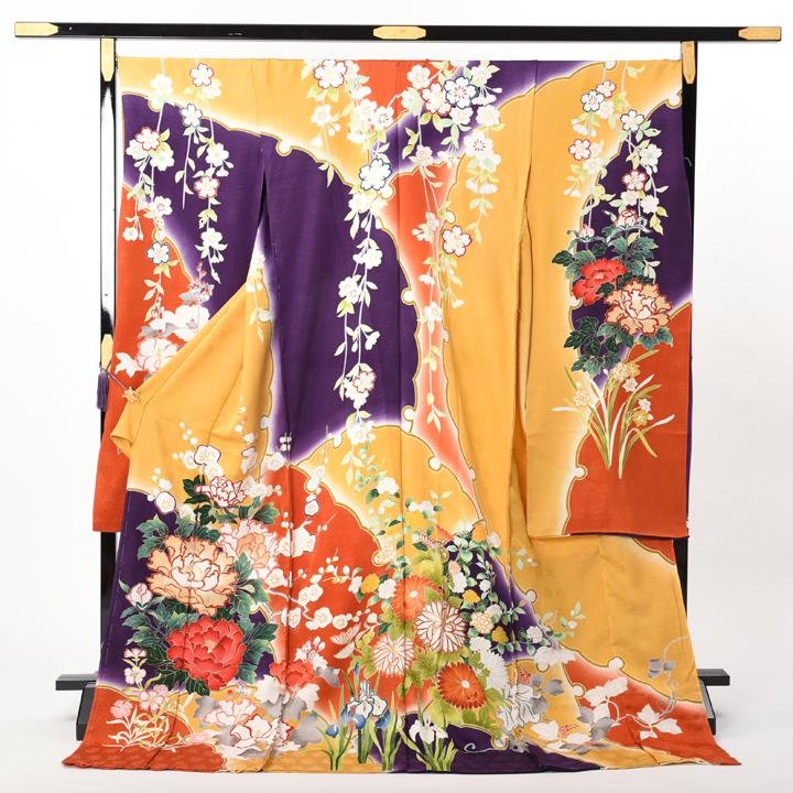 逸品の振袖、橙色に紫と臙脂。